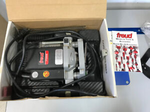 Freud FT2000E 3 1/4 HP Variable Speed Plunge Router