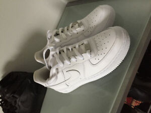 Almost Brand New low, white, Nike Air Force 1's