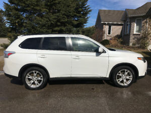 "2015 Mitsubishi Outlander AWD / Leather / Rearview / 18"" Alloy"