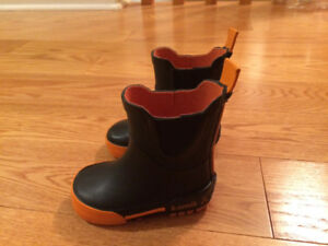 BRAND NEW Baby boy rain boots SIZE 3 With REFLECTIVE NITE RAY