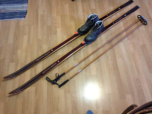 Off-trail Wooden Skis