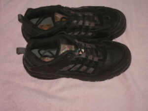 Men's Safety Shoes Size 11     $25