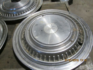 87 GMC  4X4-- full hubcaps -8 BOLT 3/4 TON