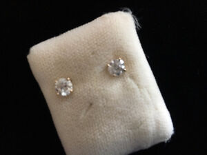 14k LARGE .105 SOLITAIRE  gold diamond earrings $2.500.00