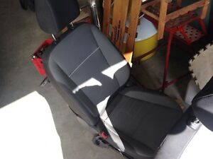 2013 Ford Escape front bucket seats  300$ obo for both