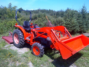 Kubota L3430HST with loader and equipment