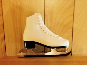 """LOOKING FOR  ""Ladies Skates size 7 and 7 1/2"
