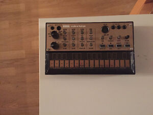 KORG VOLCA KEYS SYNTHESIZER MINT CONDITION