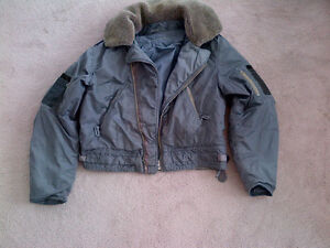 MILITARY SURPLUS 1950s RCAF PILOT'S WINTER FLIGHT JACKET COAT