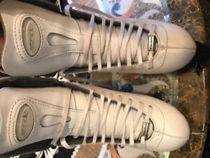 Riedell - 223 Stride White Traditional Figure Skates