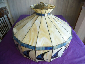X-LARGE ANTIQUE STAINED GLASS TIFFANY STYLE HANGING LAMP/SHADE Kingston Kingston Area image 2