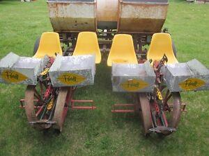 4 Row Tobacco Planter - POWELL Fertilizer Hopper - Delhi Planter London Ontario image 5