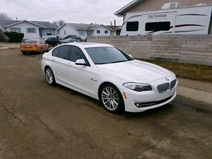 2011 BMW 550i LOW KMS