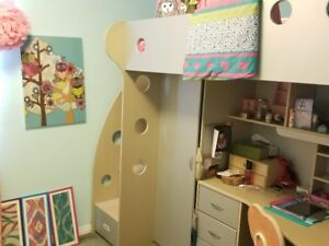 kid's bedroom set with bunkbed featuring desk/closets++