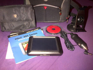 GARMIN NUVI 255 with Accessories and Case