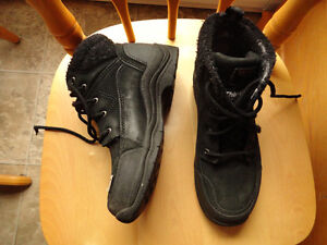 Winter Boots & Rubber Shoes - Size 7