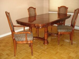 Lovely Vintage Maple Dining Table Set