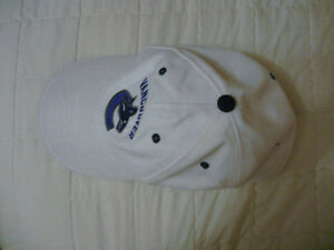 Small white NHL Vancouver Canucks hat