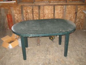 table de patio 25$