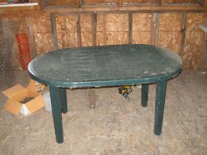 table de patio 25$