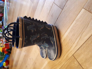 Toddler boys size 8 ( rainboots)and 9 sneakers) both Joe Fresh