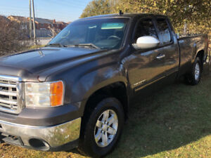 2010 GMC  Sierra 1500 4X4 Z71  4 door extended cab NO RUST