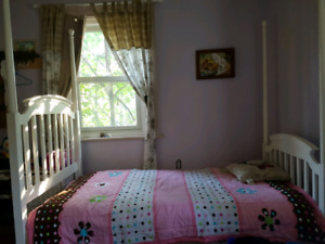 Kids bed with mattress and sheets
