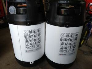Plastic 5 gallon kegs