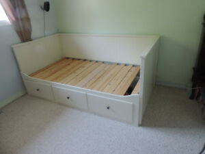 Day bed.  single bed with draweres