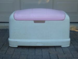 """1 – """"LITTLE TYKES"""" LARGE GIRLS PINK &WHITE ROUNDED CHEST TOY BOX"""