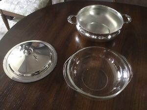 Silver plate 2-qt covered serving dish