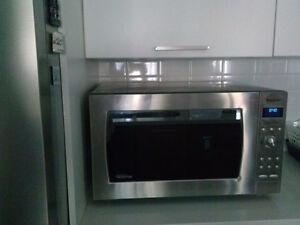 Panasonic 2.2 Cu. Ft. Stainless Steel Microwave. Model NN-SD975S