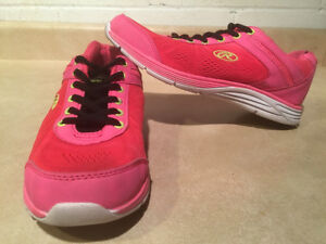 Women's Rawlings Running Shoes Size 8 London Ontario image 1