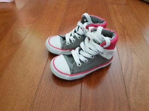 Chaussures fille style Converse grandeur 4