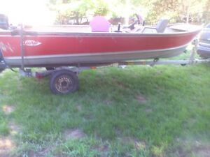 1983 lund pike 16D for sale with 1984 40 hp Mercury side console