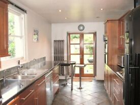 Double bedroom in 3 bed house, with garden, Balham. Ideally suit professional in their 30s / 40s.