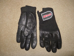 New Olson Ladies Curling Gloves (Size small)