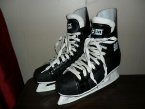 Young Mens Or Boys CCM Champion 90 Ice Skates - size 5