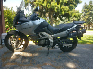2004 V-STROM DL-650 with side bags