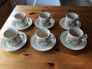 Set of 6 Wedgewood cups and saucers