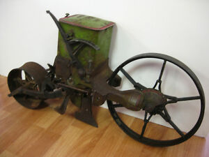 Vintage Seeder -- FROM PAST TIMES Antiques - 1178 Albert St
