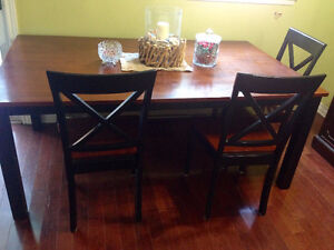 MUST GO - Elegant Dining Room Table & 6 Chair SOLID WALNUT WOOD