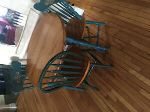 Kitchen table with 2 extension leafs & 3 chairs