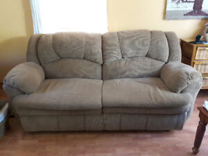 RECLINING SOFA /COUCH / CHESTERFIELD