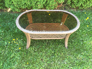Table base ovale pour exterieur/ Oval coffee table for patio