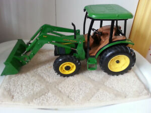 DIE  CAST  TRACTOR  LOADER
