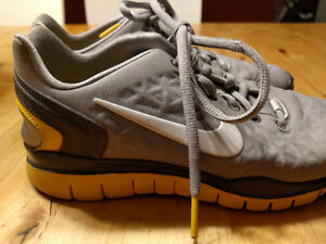 Nike Livestrong Women's Running Shoes 6.5