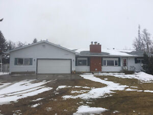 Private Acreage 5 Mins to Sherwood Park!