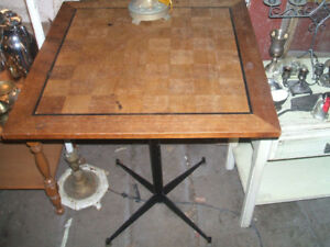 Small occasional bistro  table with checkerboard on top/free del