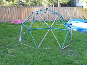 kids jungle gym monkey bars play structure equipment